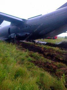 18-7-15 В РФ ще -1 бойовий літак. Ан-12 приземлився у Челябінську повз злітно-посадочної смуги і зазнав пошкоджень.