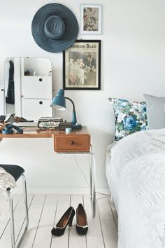 This week it's been all about Swedish homes so far, so I think it's time we spread our Scandinavian wings and hop over 'The Bridge' to Denmark don't you?! This is the home of Danish interior designer