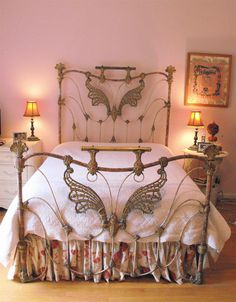 """Never before seen, cast iron """"butterfly wings"""". Early 1800's. Incredible piece. #ironbeds #antiqueironbeds"""