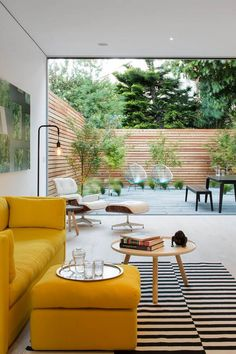 40 Stylish Yellow Living Room Color Schemes Design Ideas - My Design Fulltimetraveler Living Room Color Schemes, Living Room Colors, Living Room Designs, Living Room Yellow, Patio Interior, Interior Exterior, Exterior Colors, Interior Design, Beautiful Living Rooms