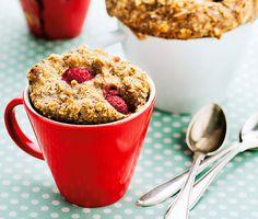 """Prova den amerikanska trenden med frukostmuffins som du bakar på ett kick i mikron. Direkt i en """"mugg"""", därav namnet mug cake. Nyttigt som frukost eller mellanmål i stället för gröt eller som hälsosamt fika."""