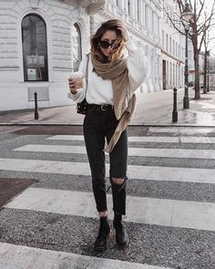Versatile style and full of comfort: Outfit Inspo for girls .- Vielseitiger Stil und voller Komfort: Outfit Inspo für Mädchen Schütze Versatile style and full comfort: Inspo outfit for girls Sagittarius, - Edgy Outfits, Winter Fashion Outfits, Urban Outfits, Mode Outfits, Fall Winter Outfits, Look Fashion, Autumn Winter Fashion, Summer Outfits, Fashion Ideas