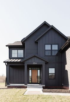Black House Exterior, House Paint Exterior, Exterior House Colors, Exterior Homes, Home Building Design, Building A House, Modern Log Cabins, Modern Farmhouse Exterior, House In The Woods