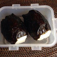 ランチというより残業食>_< - 2件のもぐもぐ - おにぎり弁当 by naomio0123