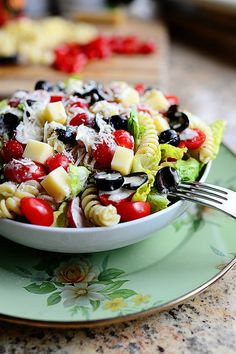 Pesto Pasta Salad | The Pioneer Woman. Crunchy, carby, totally tasty!
