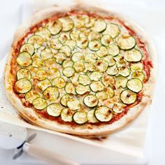 home-made pizza zucchini