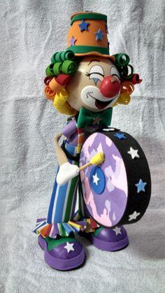 Palhaço em EVA | Maria Ap. Vieira da Silva | Elo7 Carnival Party Decorations, Floating Tea Cup, Crafts For Kids, Diy Crafts, Send In The Clowns, Ideas Para Fiestas, Circus Party, Cold Porcelain, Candy Colors