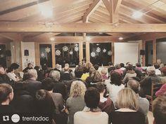 """#Repost @trentodoc  #BollicineSullaCittà2016 Al @masomartis ospite Giacomo Mazzariol autore del libro """"Mio fratello rincorre i dinosauri"""". A fine presentazione brindisi con #Trentodoc! #trento #trentino #bollicine #citta #wine #vino #winelovers #winetime #winelife #people #drink #drinking #italy #madeinitaly #sparkling #sparklingwine #metodoclassico #spumante #event #lovers #instawine #dolomiti #taste #tasting #winetasting #best"""