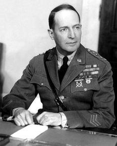 Douglas MacArthur, 1941