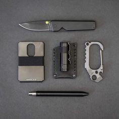Silent stealthy and stylish blacked-out EDC that gets the job done with minimal fuss. Outdoor Survival Gear, Survival Tips, Outdoor Gear, What Is Edc, Tactical Knives, Tactical Wear, Belt Holder, Cool Lock, Everyday Carry Gear