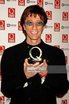 Nachrichtenfoto : Robin Gibb poses in the awards room with the The...