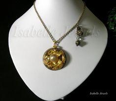 isabellejewels.com Collana realizzata in resina con inclusione di una perla mabe' , foglia oro 22 carati. Montatura in argento dorato, cristallo di rocca, #jewels #jewelry #art #artist #artwork #design #perarls #fashion #look #sterling #silver
