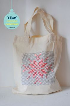 Faux cross stitch gift wrap tote for Christmas #countdowntochristmas #projectkid