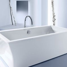 Kohler's Stargaze bath invites immersion therapy for two, with lumbar support at both ends. Measuring l., the freestan. Freestanding Bathtub, Luxury Bathtub, Modern Bathtub, Dream Bathrooms, Beautiful Bathrooms, Master Bathroom Tub, Acrylic Tub, Bath, Home Interiors