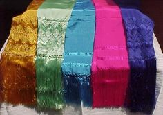 """The """"shawl"""" is a fundamental and traditional garment of Mexican identity, which arises at the time of the conquest and Hispanic merging techniques with tissue modesty garments brought by the Spanish, and the veils.    Then he said, is a fusion that prehistoric peoples used these blankets are mostly or ticked to load, the child and / or objects. But when given this merger, what you do is incorporate this rapacejo are the tips and here begins the tradition of shawl."""