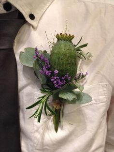Love poppies at the moment so I'm using them for everything!!! Rustic buttonhole with stems showing tied with string!