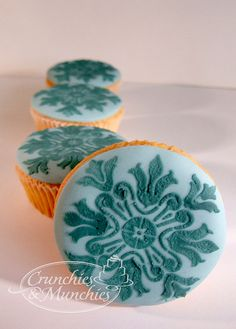 stencil cupcakes by crunchies and munchies on flickr