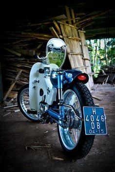Otosia.com: 14 Detail Modifikasi Honda Supercub 800 Bergaya StreetCUB
