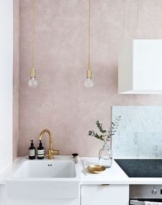 A gorgeous tone of rose balanced by gold and natural and deep tones