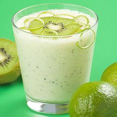Prepara un saludable y delicioso Smoothie para empezar el día al estilo de #NaturaFoods. Solo necesitas:  - Manzana - Kiwi - Banano - Yogurt Griego de Vainilla - Miel Orgánica  Encuentra todos los ingredientes a excepción de la fruta en www.naturafoodsmarket.com
