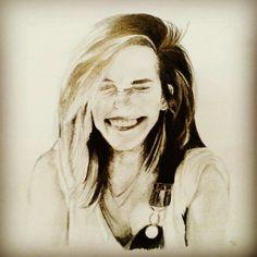 Da denkt man sich nichts böses und malt so drauf los und plötzlich guckt Emma Watson einen grinsend vom Papier aus an. 😀