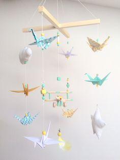 Mobile bébé origamis bois vintage par Creamaga sur Etsy