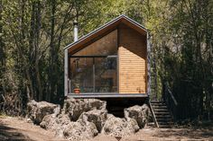 Minimalist cabin in the Chilean mountains lets climbers escape the daily grind