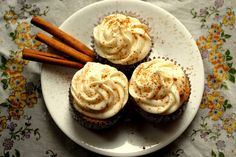 apple cider cupcakes with spiked cider cream cheese frosting