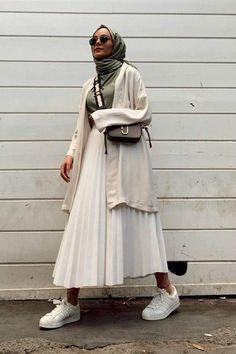 Modest Fashion Hijab, Modern Hijab Fashion, Street Hijab Fashion, Modesty Fashion, Hijab Fashion Inspiration, Muslim Fashion, Skirt Fashion, Fashion Outfits, Hijab Mode