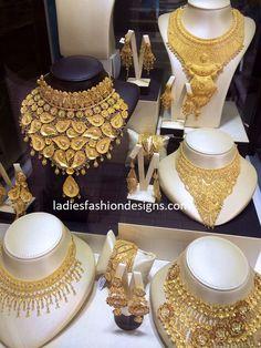 HEAVY LATEST GOLD NECKLACE DESIGNS Dubai Gold Jewelry, Gold Jewellery Design, Bridal Jewellery, Arabic Jewelry, Indian Jewelry, Gold Souk, Necklace Designs, Gold Necklace, Choker