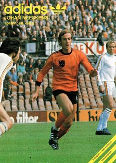 Adidas advert from the featuring Johan Neeskens of Holland. Barcelona Team, European Cup, National Football Teams, Best Player, Fifa World Cup, Soccer, Baseball Cards, Retro, 1970s