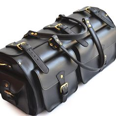 Ready to escape for a few days? Whether it's a road trip or you're flying to your destination the Marlondo Leather Weekender Duffle Bag will allow you to travel