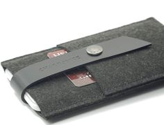 Leather & Wool Felt iPhone Wallet from CHARBONIZE » Review