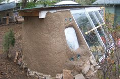 Cob greenhouse - can use concept for living dioramas for species not compatible in immediate climate Heating A Greenhouse, Lean To Greenhouse, Greenhouse Gardening, Cob Building, Green Building, Permaculture Design, Underground Greenhouse, Earthship Home, Wooden Greenhouses