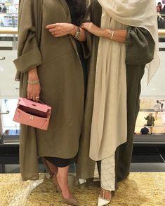 kosneihaejあっとです。申し訳ありませんが、記事の内容に関するご質問には、回答できないことが Знакомства онлайн в бесплатном клубе на Крутомер. В детстве девушка бывает очень упрямой и вредной. Iranian Women Fashion, Islamic Fashion, Muslim Fashion, Modest Fashion, Fashion Outfits, Street Hijab Fashion, Abaya Fashion, Modest Wear, Modest Outfits
