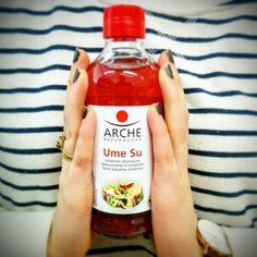 L'Ume Su, chiamato anche acidulato di Umeboshi, è un condimento alcalinizzante molto utilizzato nella cucina giapponese e macrobiotica, ottenuto dalla stagionatura delle prugne Umeboshi. Il suo uso in cucina, bilancia l'acidità eccessiva prodotta nel nostro corpo da una alimentazione ricca di elementi acidificanti. #umeboshi #umesu