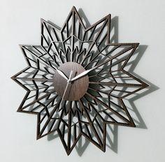 Trecerea astrelor pe cer ne indica curgerea timpului. Nimic mai simplu decat un ceas in forma de stea . Atat ! Dimensiuni: L=32 l=32 h=0.7 cm (la aceastainaltimese adauga 1.5 cm reprezentand mec… Mai, Steampunk, Decorations, Mirror, Furniture, Home Decor, Decoration Home, Room Decor, Dekoration
