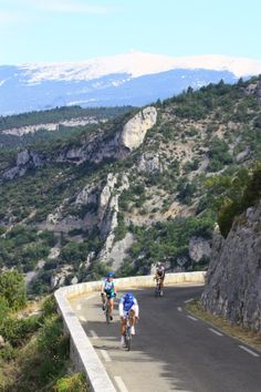 """#Cycling in the """"Gorges de la Nesque""""  ©Alain Hocquel-ADTVaucluse #Vaucluse #Provence #vélo #Ventoux"""