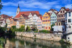 Typische Stadtansicht von Tübingen am Neckar (Deutschland)