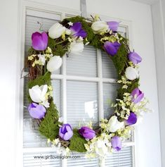 Easy spring wreath tutorial with moss and tulips that is great for spring and summer. This moss wreath is a perfect when you are thinking of spring wreath ideas this year! It is a Spring wreath for front door, or any door! Moss Wreath, Tulip Wreath, Floral Wreath, Diy Spring Wreath, Diy Wreath, Wreath Ideas, Spring Projects, Spring Crafts, Diy Projects