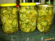 nejdříve si na jemno nastrouháme okurky - NA KOLEČKA!!, dáme do velké mísy, přidáme 3 lžičky soli, p...