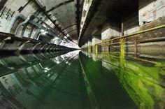 http://www.interactivelandrover.com/lr4/images/photography/medium/Former_Soviet_Submarine_Base/day12-lr1m-005.jpg