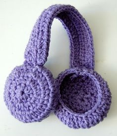 Sara In Akko: Earmuff Headband Crochet Pattern http://sarainakko.blogspot.com/2011/02/earmuff-headband-crochet-pattern.html