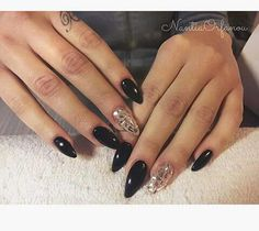 Black n' mirror stileto nails