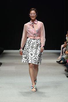 chez HEEZIN Korean Model, Fashion Designers, Korean Fashion, Sequin Skirt, Fashion Show, Runway, Seasons, Couture, Embroidery