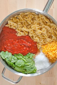 Just six ingredients makes this super Easy Cheesy #OnePotPasta! Created by @followcharlotte using @ragusauce, this recipe is a lifesaver for weeknight dinners! Less prep time, less dishes to wash, and did we mention delicious?