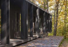 Chalet forestier | Atelier Barda; Photo: Frédéric Bouchard | Archinect