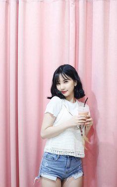 K-Pop Babe Pics – Photos of every single female singer in Korean Pop Music (K-Pop) Kpop Girl Groups, Korean Girl Groups, Kpop Girls, Asian Woman, Asian Girl, Oppa Gangnam Style, Jung Eun Bi, G Friend, K Idols