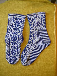 Daisy blu socks pattern by Silvana Lai Fair Isle Knitting, Knitting Socks, Free Knitting, Knitting Patterns, Other Diy Ideas, Socks For Sale, Mittens, Free Pattern, Knit Crochet