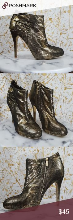 """Colin Stuart gold platform ankle boots size 9B This is a pair of Colin Stuart gold platform ankle boots size 9B. 5"""" heel. Gold and black crackle. Side zippers, all man made materials. Excellent pre owned condition no rips, stains or holes. Colin Stuart Shoes Ankle Boots & Booties"""